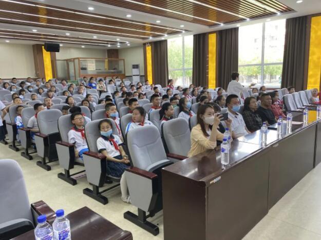 """吉林省遠景照明工程集團走進雷鋒小學校園與學生們共度""""六一""""兒童節"""