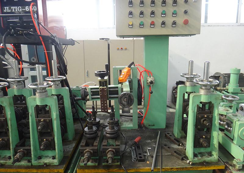 不銹鋼制管機設備1