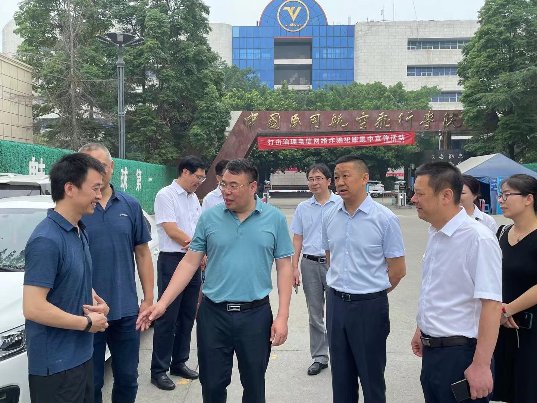 云华教育集团与重庆城职院考察组一行赴成都相关单位进行考察