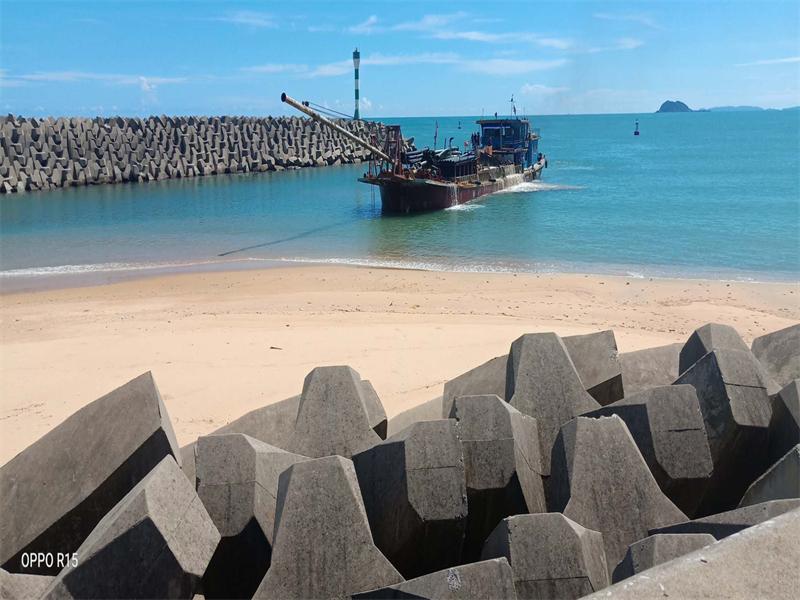海南華潤石梅灣游艇會碼頭航道清淤工程